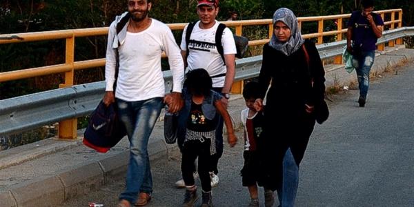Зошто со сила против бегалците?!
